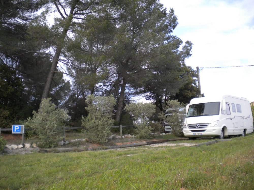 Aire camping-car à Pourrières (83910) - Photo 1